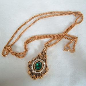 Avon Gold Tone Emerald Green Versailles Necklace
